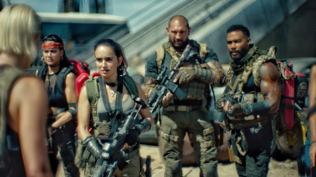 Army Of The Dead: Bom tấn zombie máu me, lê thê và phi lý của Zack Snyder - Ảnh 8.