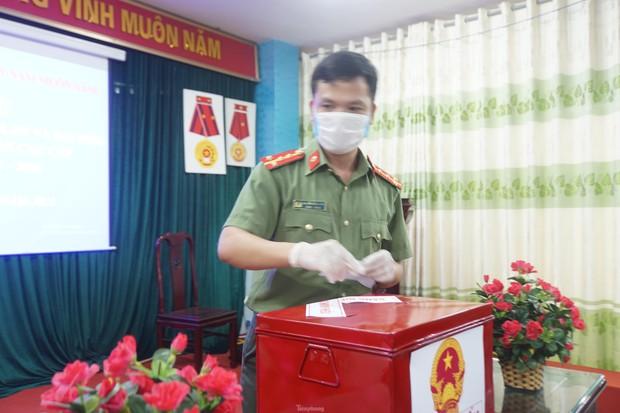 Hình ảnh bầu cử đặc biệt trong bệnh viện dã chiến tại Bắc Ninh - Ảnh 8.