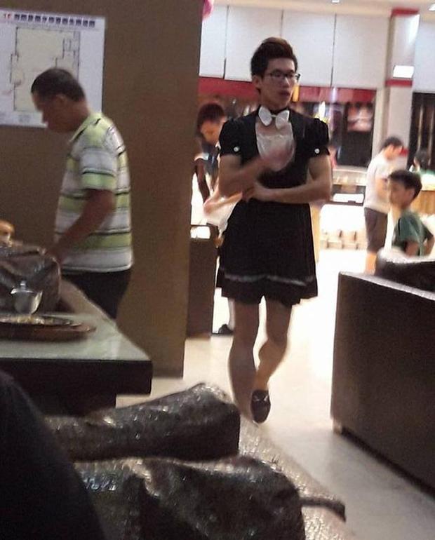Nhà hàng quảng cáo có nữ phục vụ nóng bỏng, 500 anh em kéo đến rồi nhận một cú lừa đắng cay - Ảnh 5.