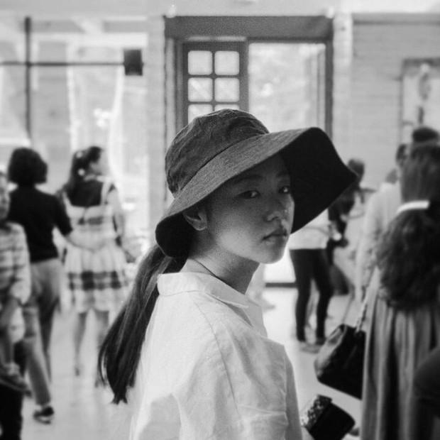 Bạn gái Song Joong Ki lên top Dispatch vì bộ ảnh chính anh trai nhiếp ảnh nổi tiếng chụp, gây xôn xao vì... vẻ đẹp xấu lạ - Ảnh 5.