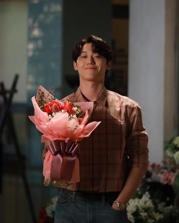 2 kiểu nội dung khiến chị em điên đảo ở phim Hàn: Gu nàng là trai ngoan Lee Do Hyun hay bad boy Seo In Guk? - Ảnh 2.