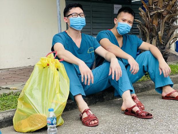 Hàng trăm sinh viên Quân y thần tốc hỗ trợ Bắc Giang chống dịch, làm việc 12-15 tiếng/ngày không nghỉ - Ảnh 6.