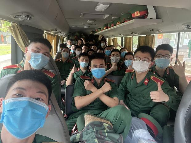 Hàng trăm sinh viên Quân y thần tốc hỗ trợ Bắc Giang chống dịch, làm việc 12-15 tiếng/ngày không nghỉ - Ảnh 1.