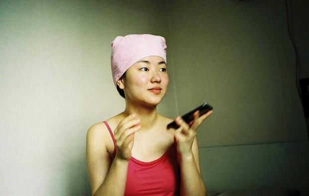Bạn gái Song Joong Ki lên top Dispatch vì bộ ảnh chính anh trai nhiếp ảnh nổi tiếng chụp, gây xôn xao vì... vẻ đẹp xấu lạ - Ảnh 2.