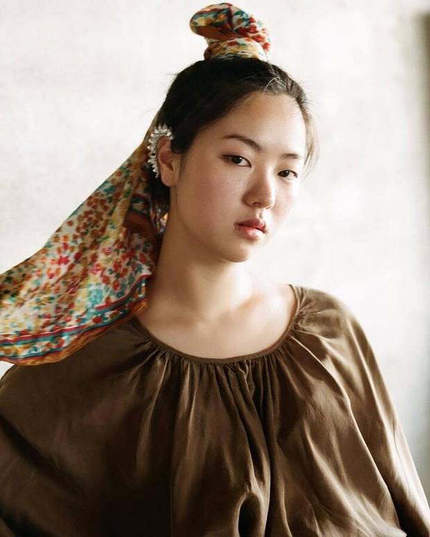 Bạn gái Song Joong Ki lên top Dispatch vì bộ ảnh chính anh trai nhiếp ảnh nổi tiếng chụp, gây xôn xao vì... vẻ đẹp xấu lạ - Ảnh 3.