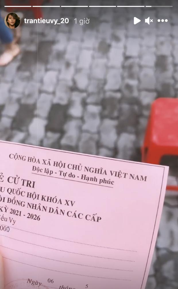 Sao Việt nô nức đi bầu cử: Tiểu Vy, Huyền My dậy sớm cùng dàn hậu bỏ phiếu, Khánh Vân từ Mỹ cũng hào hứng hưởng ứng - Ảnh 4.