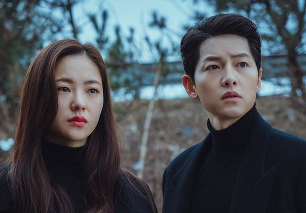 Bạn gái Song Joong Ki lên top Dispatch vì bộ ảnh chính anh trai nhiếp ảnh nổi tiếng chụp, gây xôn xao vì... vẻ đẹp xấu lạ - Ảnh 8.
