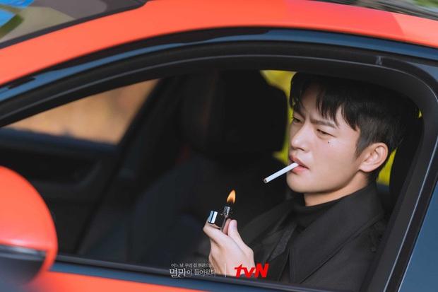 2 kiểu nội dung khiến chị em điên đảo ở phim Hàn: Gu nàng là trai ngoan Lee Do Hyun hay bad boy Seo In Guk? - Ảnh 12.