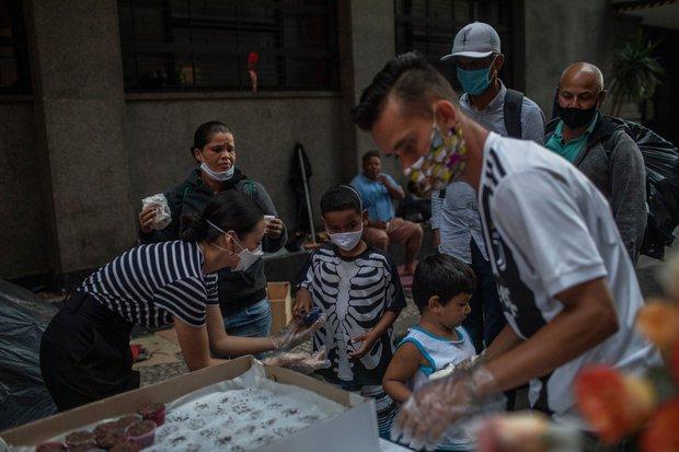 Covid-19 giết chết quá nhiều trẻ em ở Brazil: Chuyện kỳ lạ gì đã diễn ra? - Ảnh 3.