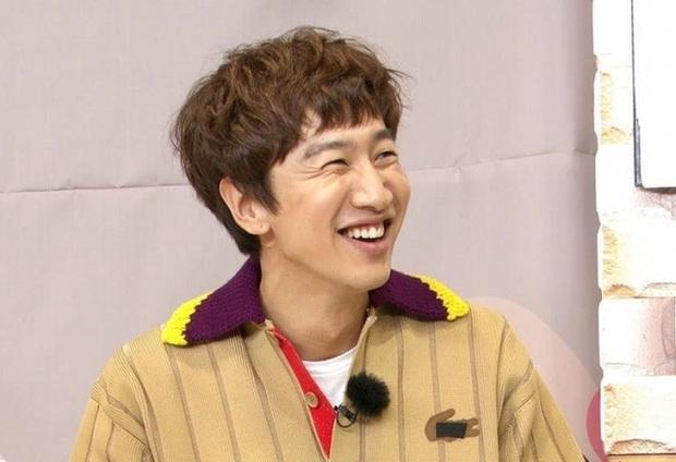 Xúc động với lời nhắn gửi của mẹ Lee Kwang Soo khi con trai rời Running Man sau 11 năm - Ảnh 1.
