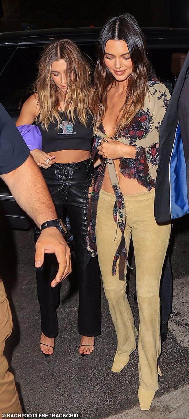 """Dàn sao khủng đổ bộ tiệc rượu của Kendall: Chị em Kim - Kylie """"xôi thịt"""" nóng mắt, vợ chồng Justin và Katy Perry nổi bần bật - Ảnh 8."""