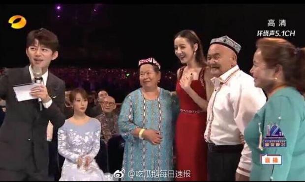 Biểu cảm giả trân nhất sự nghiệp Địch Lệ Nhiệt Ba: Tiền bối ngỡ ngàng, Dương Tử cùng loạt sao thành nhân vật đáng thương - Ảnh 4.