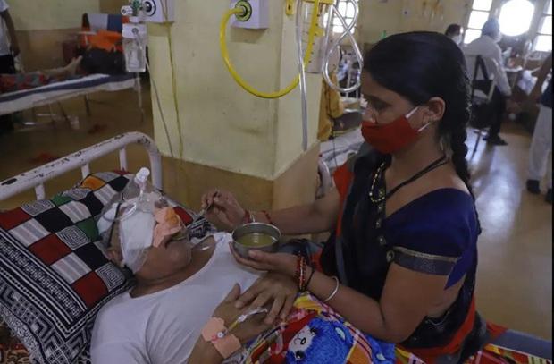 Hàng nghìn người phải cắt bỏ mắt: Căn bệnh chết chóc hợp sức với Covid-19 tàn phá Ấn Độ - Ảnh 1.