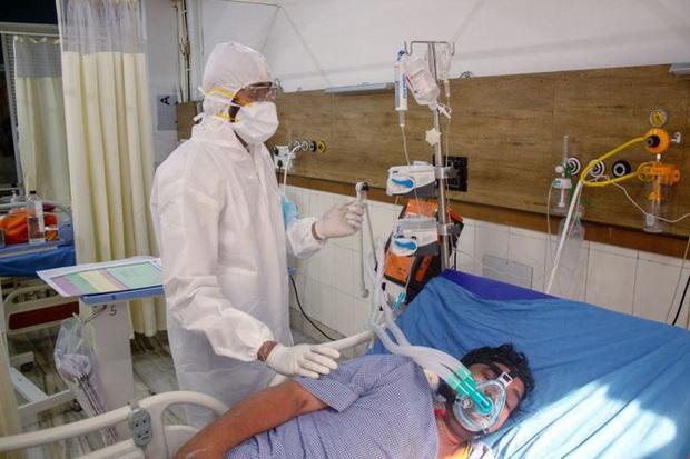 Chỉ sau 2 tháng bùng phát dịch, ít nhất 420 bác sĩ Ấn Độ đã tử vong vì Covid-19 - Ảnh 2.
