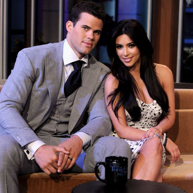 Sao kết hôn nhanh nhất lịch sử showbiz: Chị em Kim lấy sớm toang nhanh, Angelina cướp chồng sau 2 tháng chưa bằng cặp cưới sau 4 ngày - Ảnh 2.