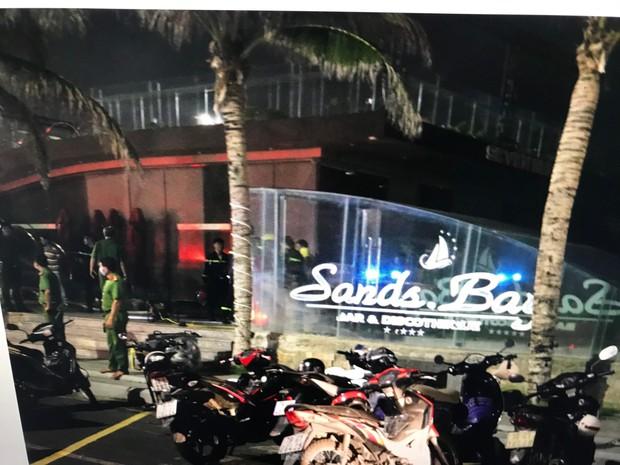 Cháy lớn tại quán bar Sands Bay ở TP. Tuy Hoà - Ảnh 1.