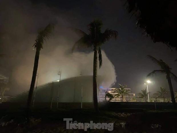 Cháy lớn tại quán bar Sands Bay ở TP. Tuy Hoà - Ảnh 2.