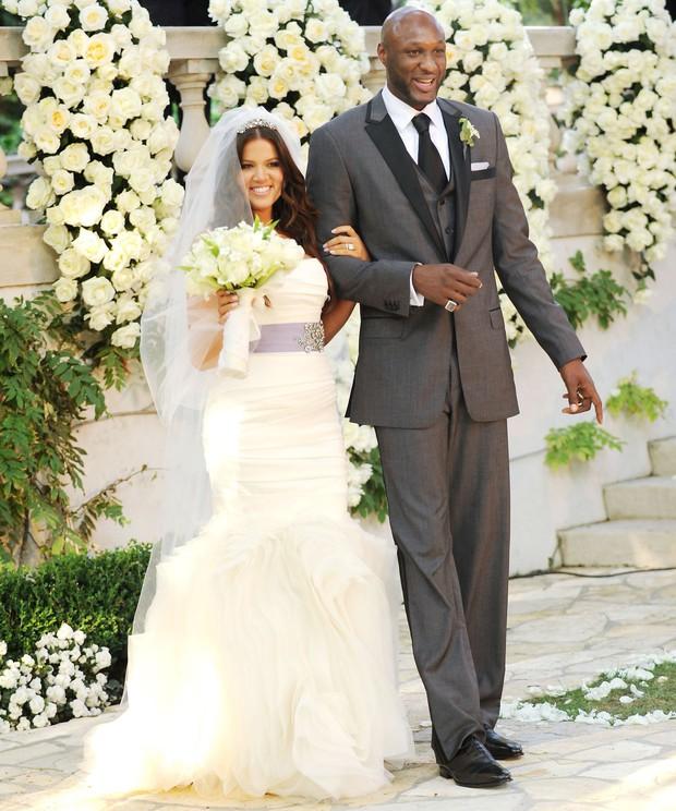 Sao kết hôn nhanh nhất lịch sử showbiz: Chị em Kim lấy sớm toang nhanh, Angelina cướp chồng sau 2 tháng chưa bằng cặp cưới sau 4 ngày - Ảnh 6.