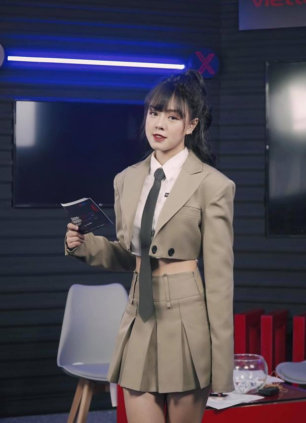 Diện chiếc áo đặc biệt lên sóng, nữ MC Thảo Trang khiến cộng đồng game ngất ngây, mê như điếu đổ! - Ảnh 3.