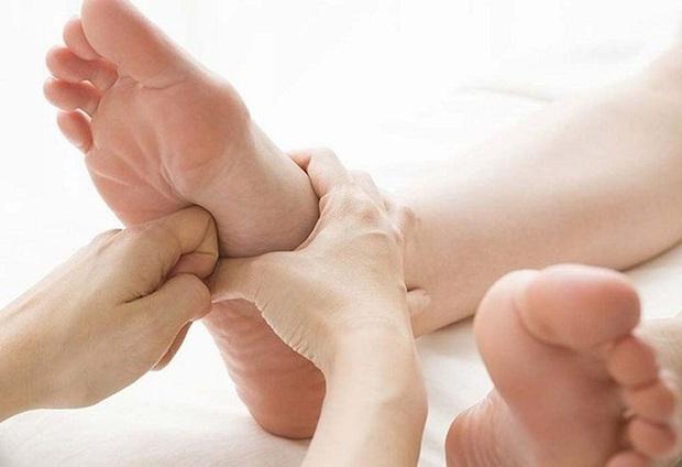 Tự kiểm tra thận còn tốt hay không thông qua 4 tín hiệu trên bàn chân - Ảnh 4.
