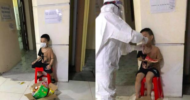 Bé trai 6 tuổi một mình đi nhận kết quả dương tính SARS-CoV-2: Đã được chuyển đi điều trị cùng mẹ - Ảnh 1.