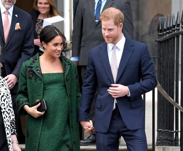 Hoàng tử Harry chia sẻ gây sốc về cái chết của Công nương Diana, hé lộ lý do Meghan Markle suýt tự tử - Ảnh 4.