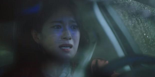 Tập 6 drama Mine bẻ lái liên hồi: Lee Bo Young tát sấp mặt tiểu tam, mợ cả lộ người yêu đồng giới - Ảnh 1.