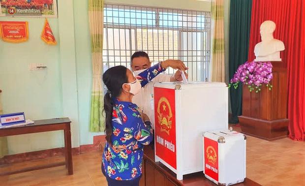 Người dân tại xã duy nhất của Quảng Ngãi có ca nhiễm Covid-19 đi bầu cử theo ca - Ảnh 5.
