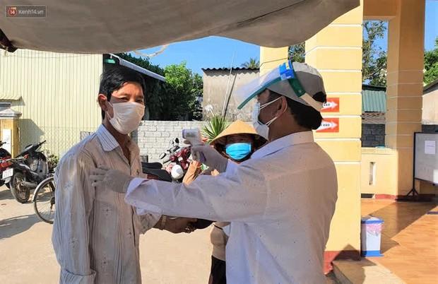 Người dân tại xã duy nhất của Quảng Ngãi có ca nhiễm Covid-19 đi bầu cử theo ca - Ảnh 2.