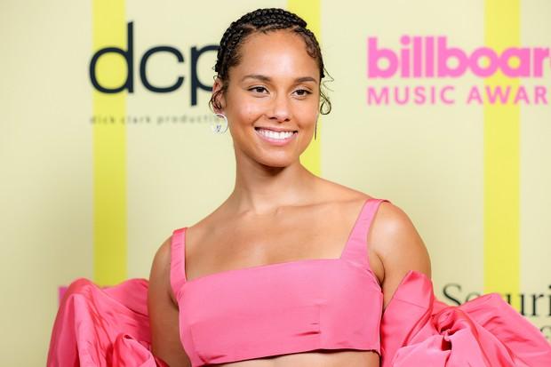 Siêu thảm đỏ Billboard Music Awards: Hoa hậu Thế giới o ép vòng 1 khủng bên host Nick Jonas, Alicia Keys hồng choé bị mỹ nhân xuyên thấu hết hồn lấn át - Ảnh 10.