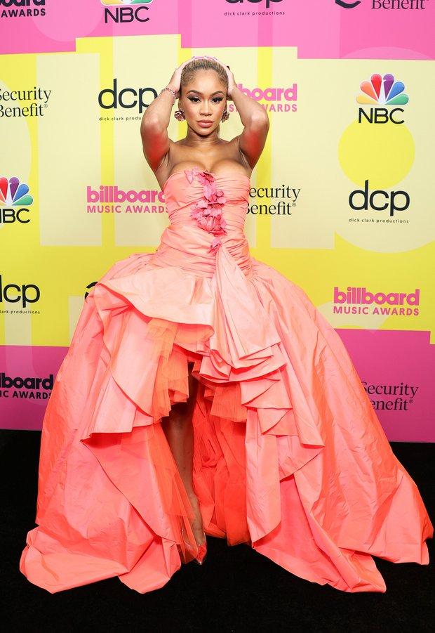 Siêu thảm đỏ Billboard Music Awards: Hoa hậu Thế giới o ép vòng 1 khủng bên host Nick Jonas, Alicia Keys hồng choé bị mỹ nhân xuyên thấu hết hồn lấn át - Ảnh 16.