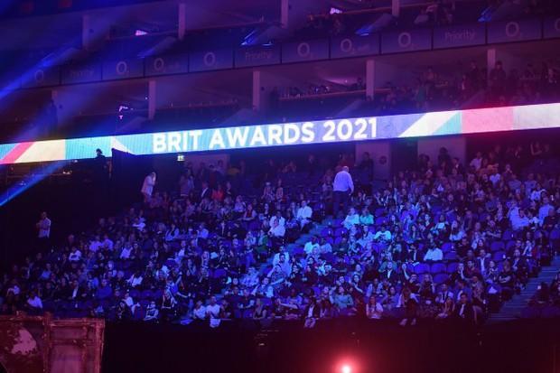 Các sự kiện âm nhạc quốc tế về trạng thái bình thường mới: BBMAs mở cửa riêng cho người đã tiêm vaccine, BRIT Awards không cần khẩu trang - Ảnh 6.