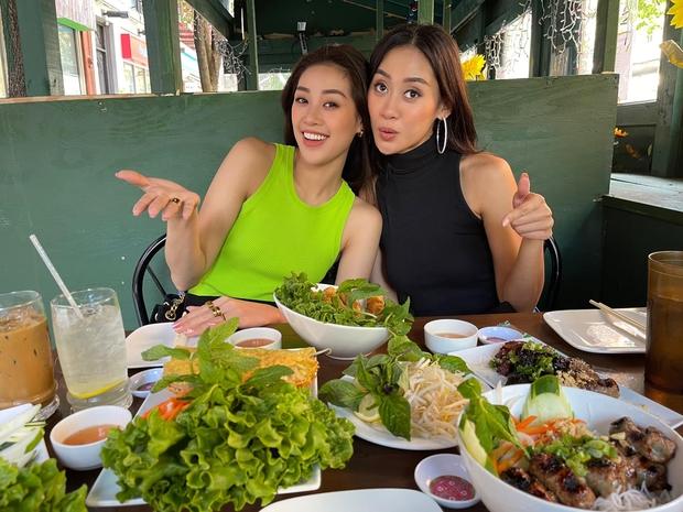 Khánh Vân cuối cùng đã hội ngộ Hoa hậu Malaysia 1 tuần sau Miss Universe, chị em vui mừng khôn xiết cùng làm 1 điều đặc biệt - Ảnh 4.