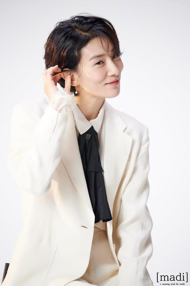 Mợ cả Mine - Kim Seo Hyung: Vẻ đẹp phi giới tính vạn người mê, ác nữ quốc dân mê mẩn sống một mình - Ảnh 3.