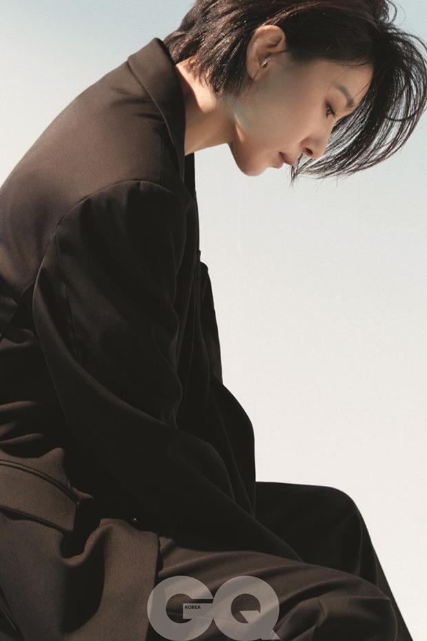 Mợ cả Mine - Kim Seo Hyung: Vẻ đẹp phi giới tính vạn người mê, ác nữ quốc dân mê mẩn sống một mình - Ảnh 7.
