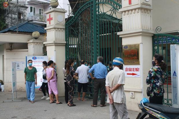 Ảnh: Nhiều bệnh nhân phải quay về vì không nắm được quy định sau khi 2 cơ sở Bệnh viện K gỡ phong toả - Ảnh 2.