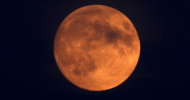 Sửa soạn tâm hồn đẹp để 6 giờ tối nay (26/5) ngắm Siêu trăng máu cùng crush nào - Ảnh 1.