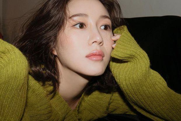 Tình mới của Lee Seung Gi: Visual xịn xò, da căng bóng ngang ngửa tình cũ Yoona - Ảnh 1.