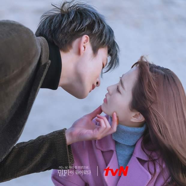 Park Bo Young sắp sửa bị anh Diệt cướp nụ hôn đầu, fan nhìn mà muốn tan chảy theo anh chị - Ảnh 4.