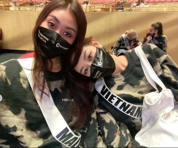 Khánh Vân cuối cùng đã hội ngộ Hoa hậu Malaysia 1 tuần sau Miss Universe, chị em vui mừng khôn xiết cùng làm 1 điều đặc biệt - Ảnh 10.