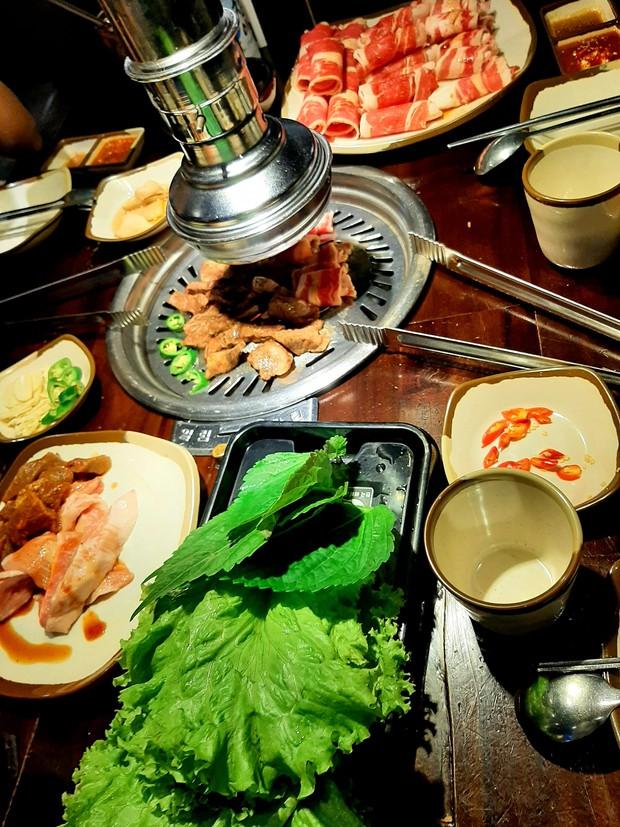 Ăn món Hàn đó giờ nhưng chưa chắc bạn biết tên của loại lá này: 90% người Việt nhầm lẫn với tía tô, giá bán không rẻ tí nào - Ảnh 4.