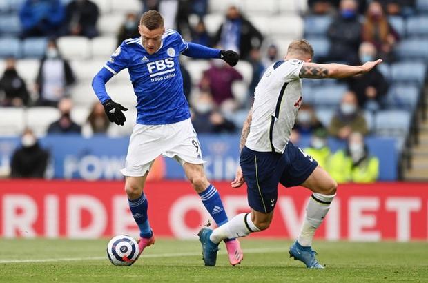 Leicester hụt vé dự Champions League sau sai lầm không thể tha thứ của thủ môn đội trưởng - Ảnh 1.