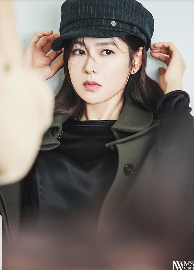 Son Ye Jin đẹp rung động lòng người khi diện đủ thể loại mũ, trót ngắm là không thể rời mắt - Ảnh 1.