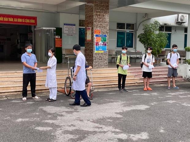 12 ca mắc COVID-19 ở Bệnh viện dã chiến Tiên Du, Bắc Ninh được xuất viện - Ảnh 2.
