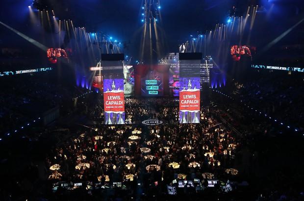 Các sự kiện âm nhạc quốc tế về trạng thái bình thường mới: BBMAs mở cửa riêng cho người đã tiêm vaccine, BRIT Awards không cần khẩu trang - Ảnh 7.