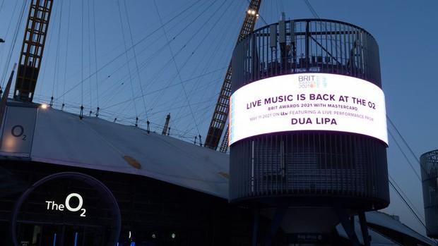 Các sự kiện âm nhạc quốc tế về trạng thái bình thường mới: BBMAs mở cửa riêng cho người đã tiêm vaccine, BRIT Awards không cần khẩu trang - Ảnh 5.