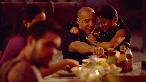 5 cảnh quay 18+ khiến diễn viên khóc thét từ chối: Sờ mó vùng nhạy cảm chưa sốc óc bằng... ăn thịt người - Ảnh 2.