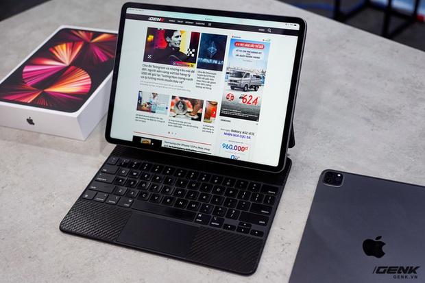 Mở hộp iPad Pro 2021: Ngoại hình không đổi, chip M1 mạnh mẽ, màn hình Mini LED trên bản 12,9 inch rất đẹp - Ảnh 17.