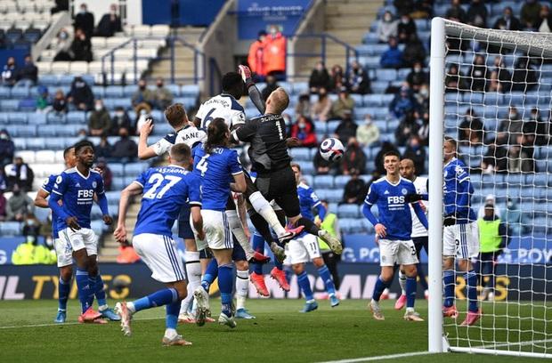 Leicester hụt vé dự Champions League sau sai lầm không thể tha thứ của thủ môn đội trưởng - Ảnh 6.