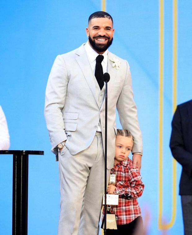 Kết quả Billboard Music Awards 2021: BTS chiến thắng tuyệt đối, The Weeknd gây choáng với 10 cúp, Drake và P!nk được vinh danh! - Ảnh 3.